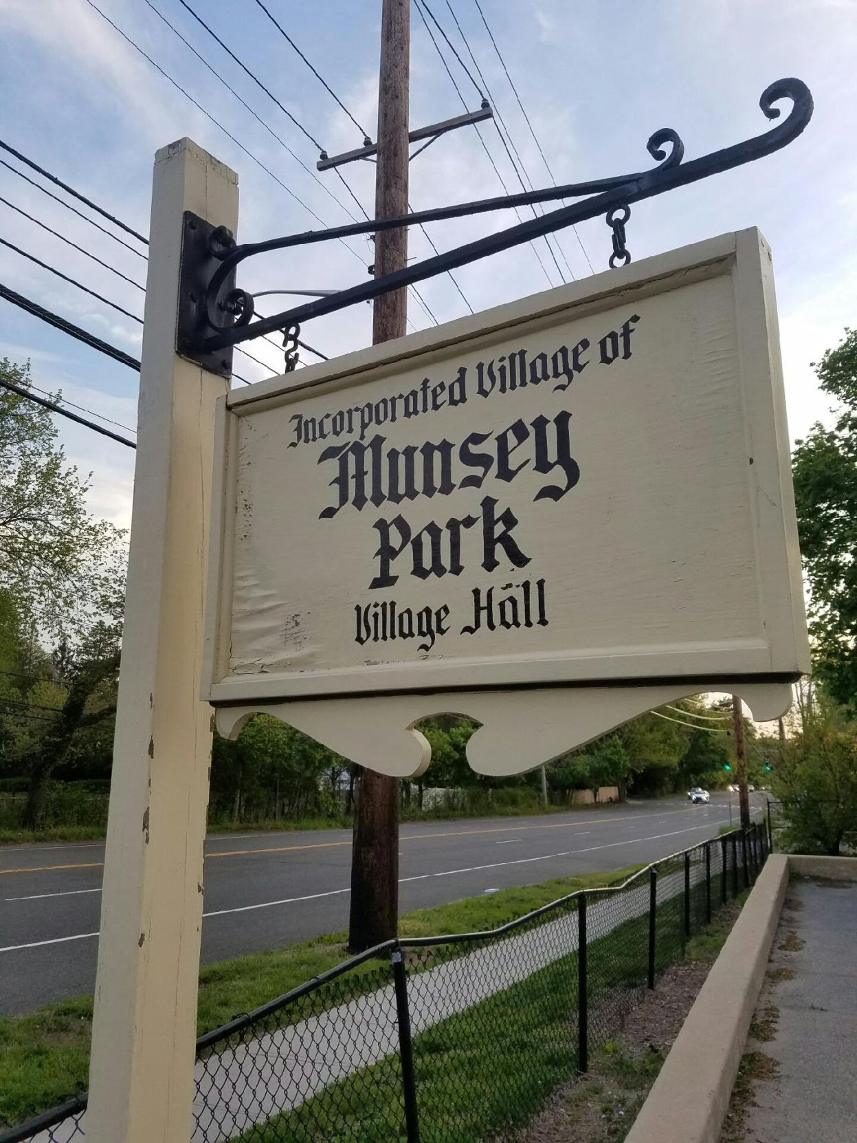 Munsey Park avoids new cell box and related lawsuit