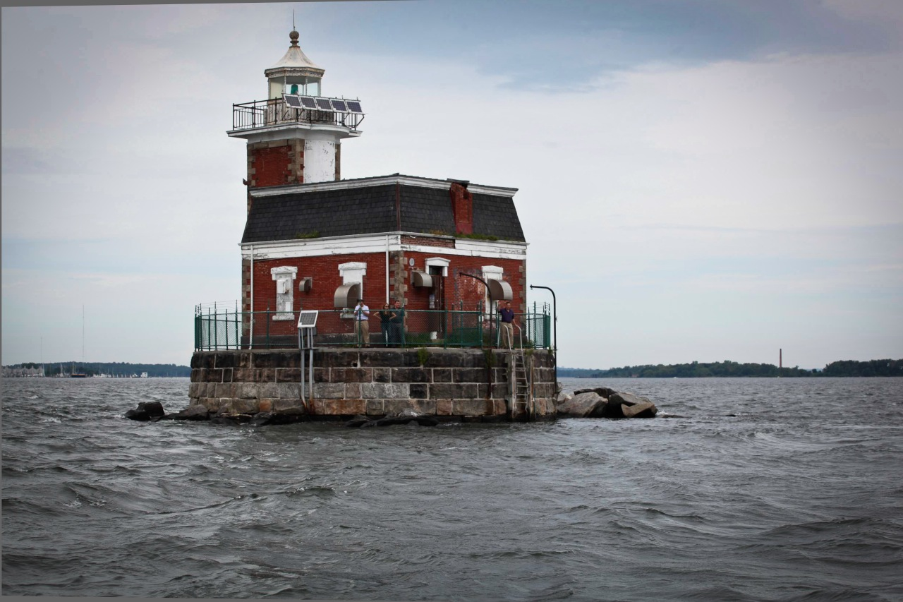 Preliminary report outlines next steps to save Stepping Stones Lighthouse