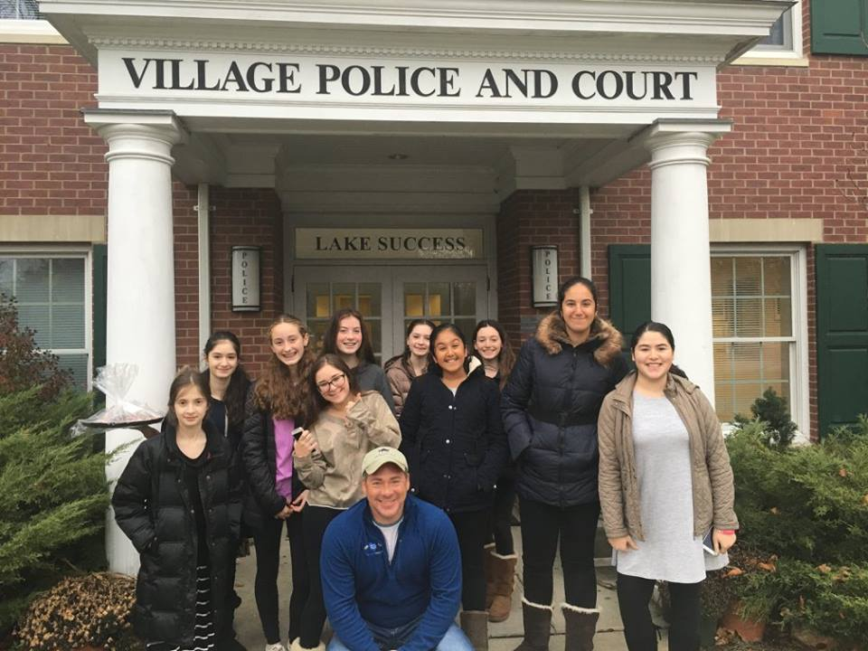 Chabad of Lake Success teens thank local heroes - Community News