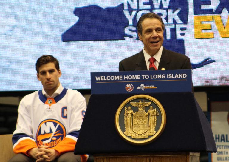 Cuomo: Islanders will split games between Nassau Coliseum and Barclays Center
