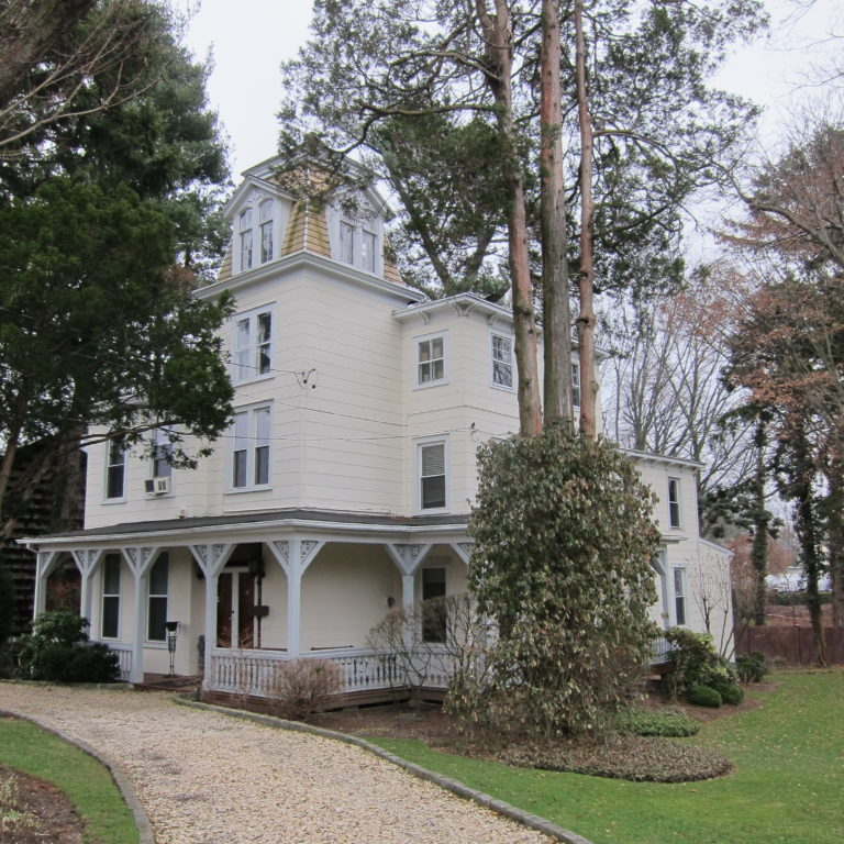 Great Neck Historical Society honors couple for preserving historic home