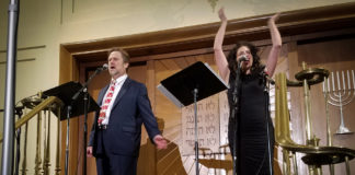 Cantors Raphael Frieder of Temple Israel and Elizabeth Shammash of Temple Tiferet Bet Israel in Blue Bell, Pennsylvania, hit a high note during an Israeli Independence Day celebration. (Photo by Janelle Clausen)