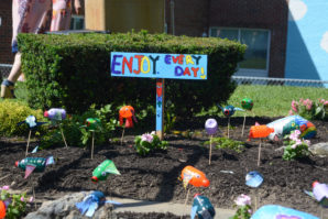 """""""Enjoy every day!"""" this sign reads, with the exclamation point in the form of a heart. (Photo by Janelle Clausen)"""