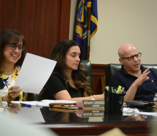 Kensington Mayor Susan Lopatkin and Deputy Mayor Darren Kaplan discuss the new laws with residents. (Photo by Janelle Clausen)
