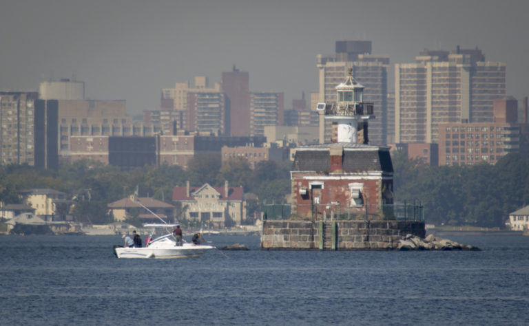 Town pitches $1.25 million for Stepping Stones Lighthouse