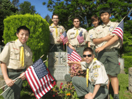Every year on the Saturday before Memorial Day, Great Neck's Boy Scouts place flags on the graves of veterans. Many of these markers, however, have gone missing. (Photo courtesy of Donald Panetta)