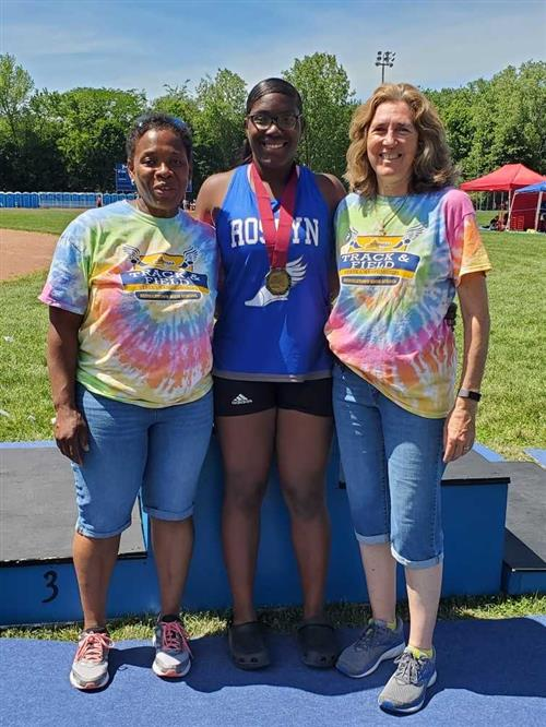 Roslyn's Natya Glasco places first in the state for shot put