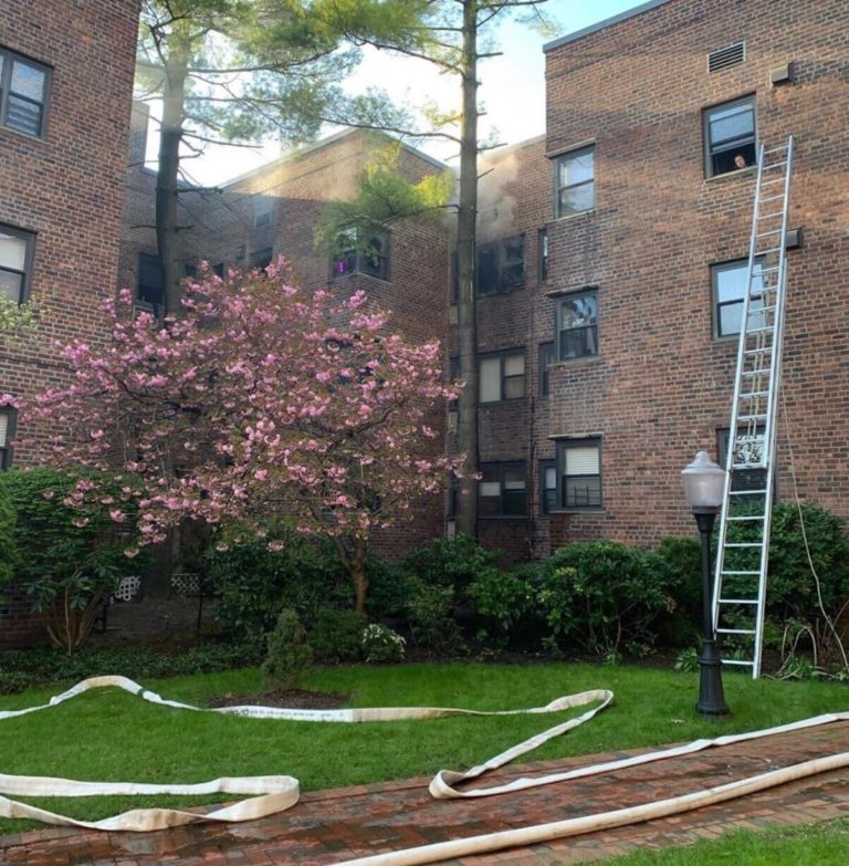 Eight injured in fire at apt. complex in Great Neck Plaza