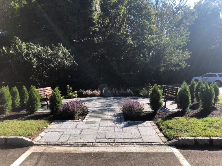 Village of Flower Hill dedicates outdoor community meeting space in memory of Mayor Robert McNamara