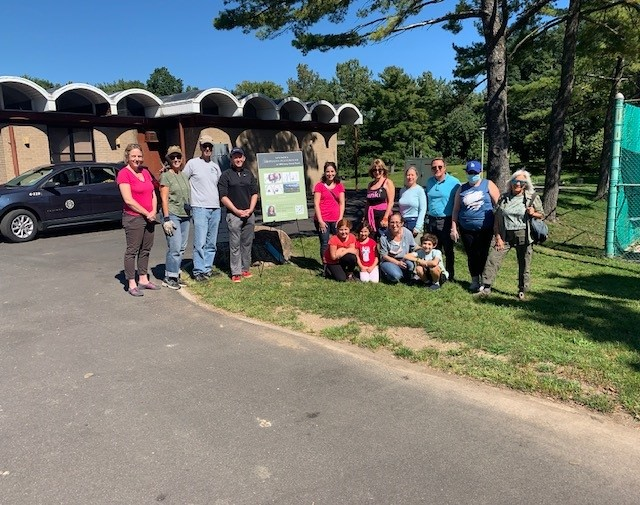 Council Member Lurvey hosts community clean-up with Temple Beth-El of Great Neck
